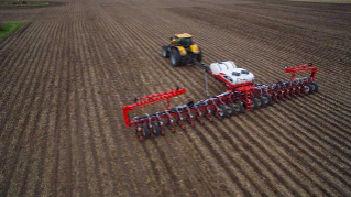 NA-Challenger-1000-Series-White-Planter-9800VE-planting-02012017.jpg